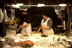 Passing the knife : Barcelona Fish Market
