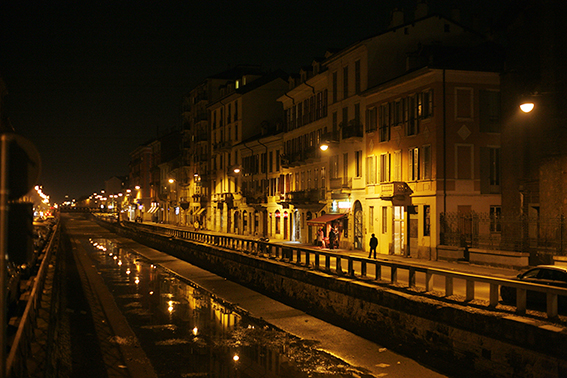 Night photograph of the Navigli Milano